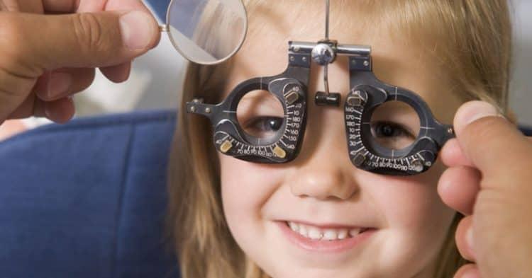 Nova lente controla miopia em crianças