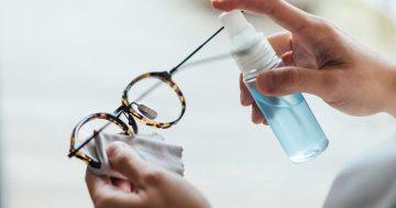 Saiba como limpar os óculos sem estragar lentes e armação