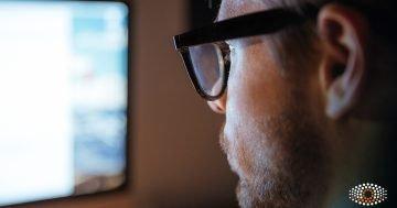 Oftalmologista dá oito dicas para manter seus olhos saudáveis usando eletrônicos