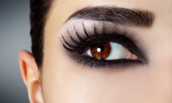 Saiba quais são os principais cuidados com a maquiagem ao redor dos olhos