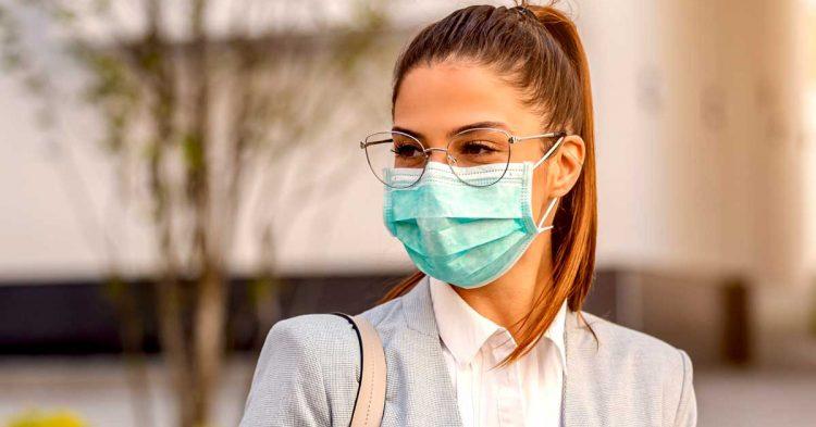Coronavírus: usar óculos reduz o risco de contágio, diz estudo
